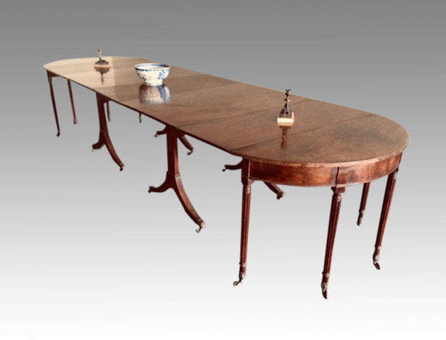 Antique Georgian mahogany dining table.