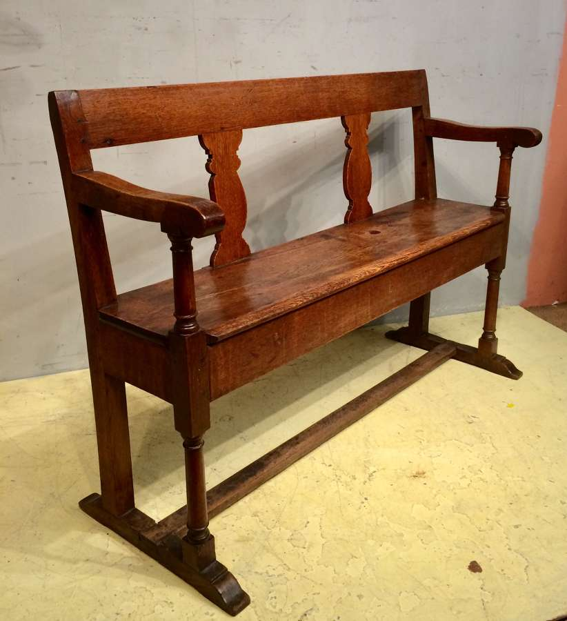 Georgian  small Welsh oak settle.