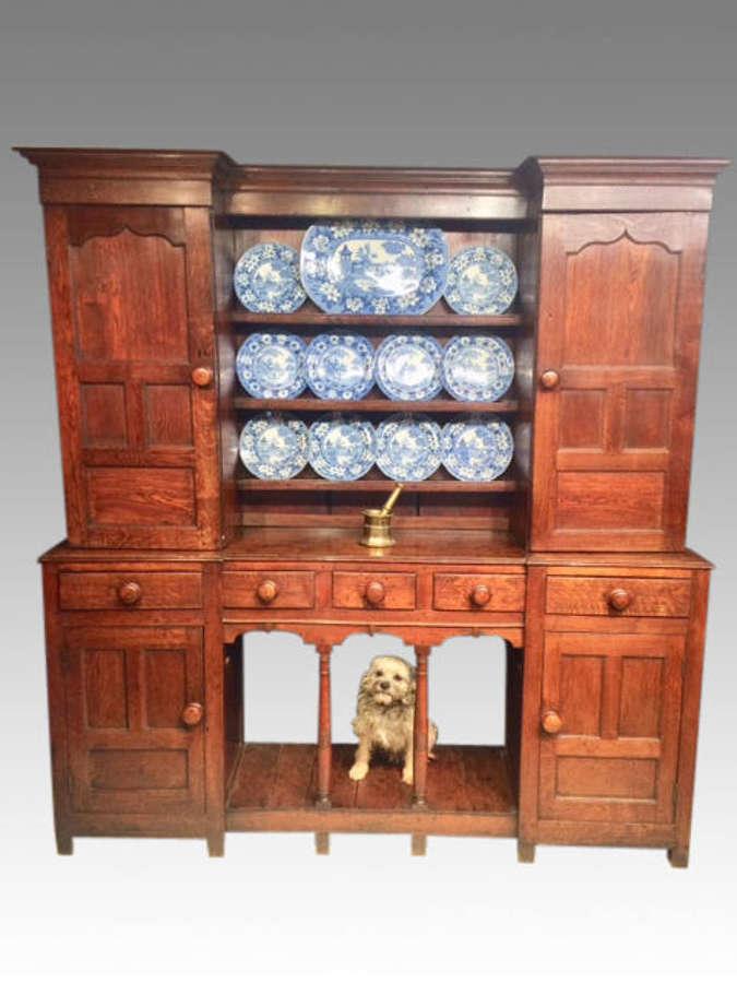 Georgian Welsh oak dresser and shelves.