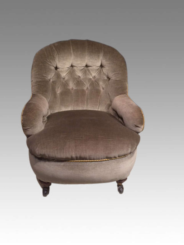 Late Victorian button back tub chair.