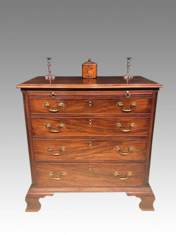 Georgian mahogany chest of drawers.